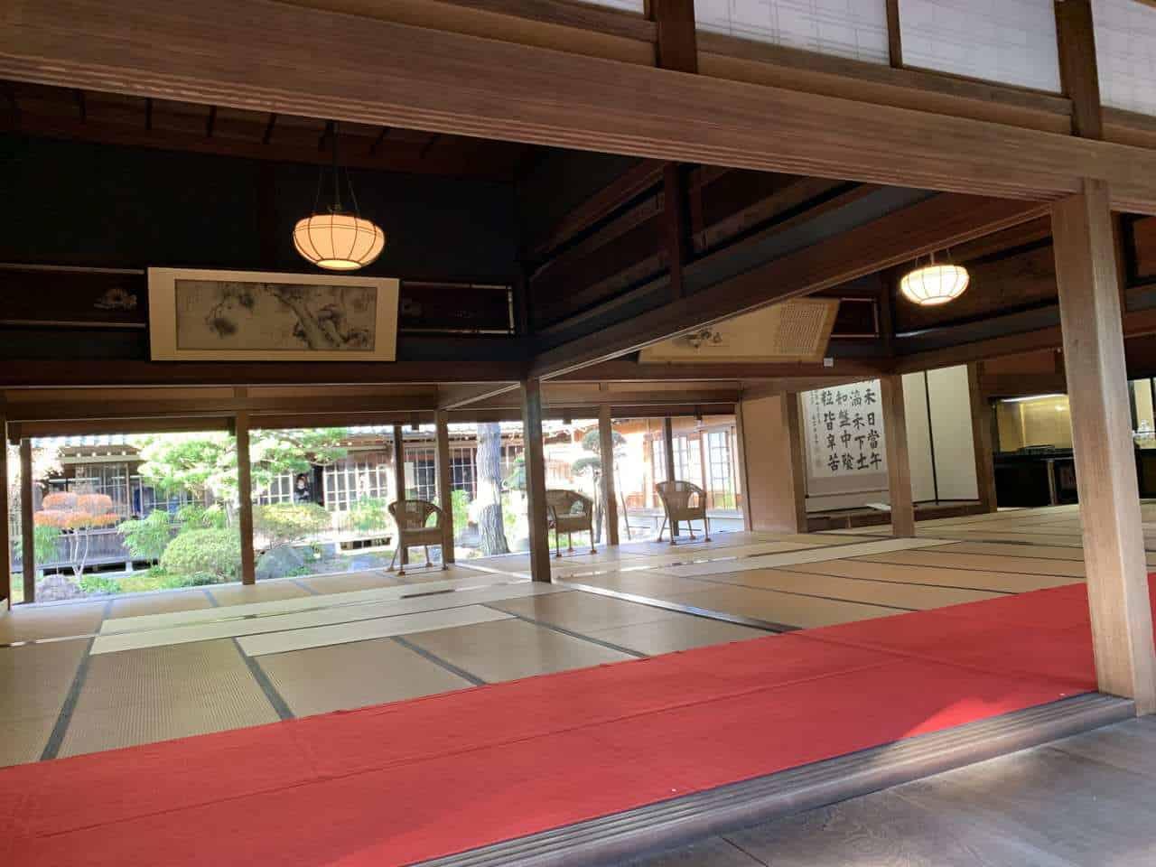 Grande salle d'un musée de Niigata