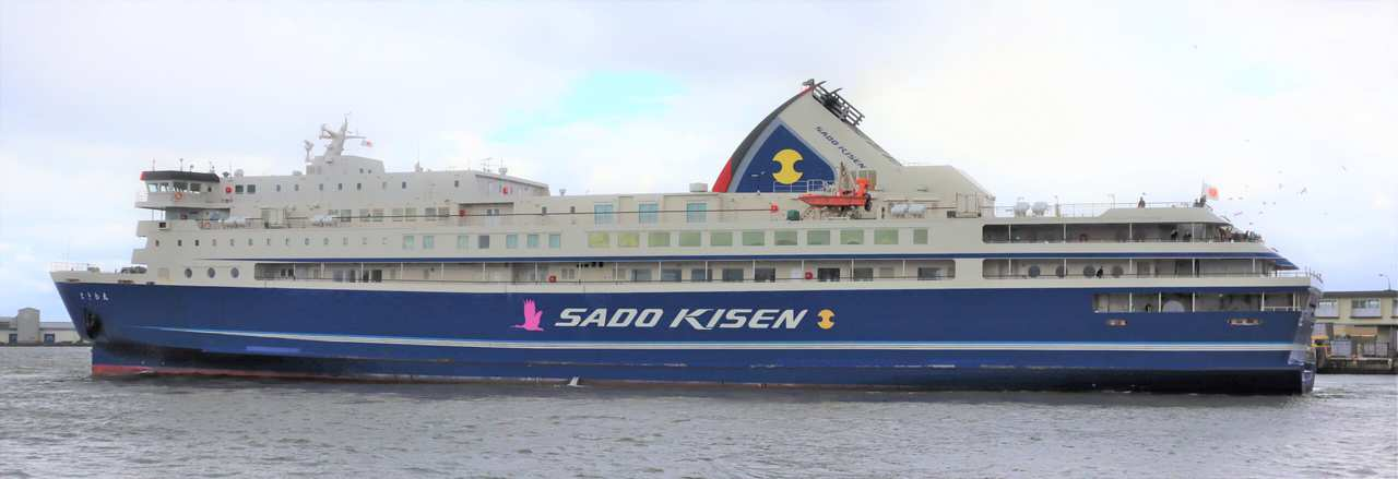 Ferry de Sado Kisen reliant Niigata à Ryotsu, sur l'île de Sado