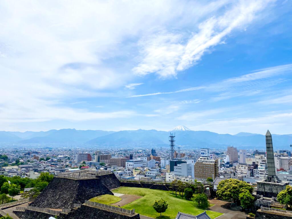 Vue depuis le château de Kofu et le Mont Fuji