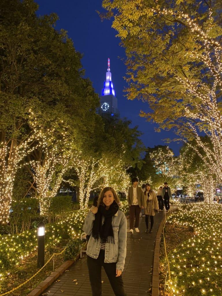 Mon sourire ravi avec les illuminations de Shinjuku en dit long !