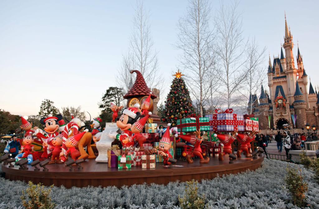 Décorations de Noël à Disneyland. © s.yume