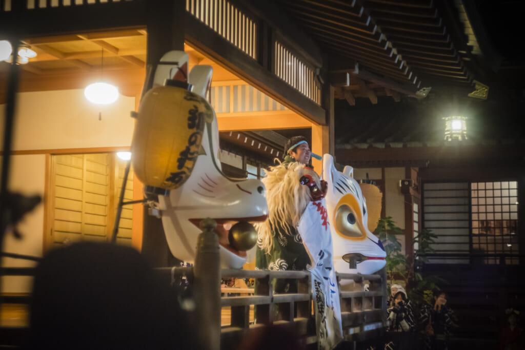 danse rituelle kagura pour célébrer le début de l'année