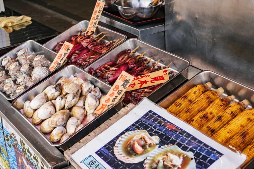 Fruits de mer en vente dans les rues d'Enoshima