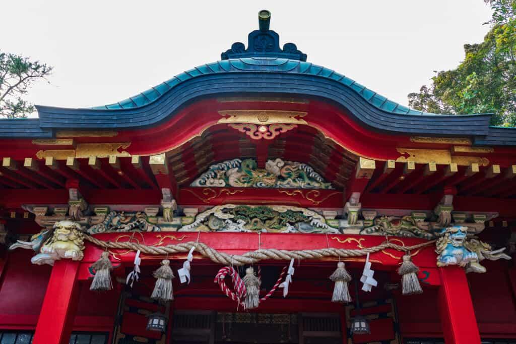 Décorations colorées d'un sanctuaire japonais