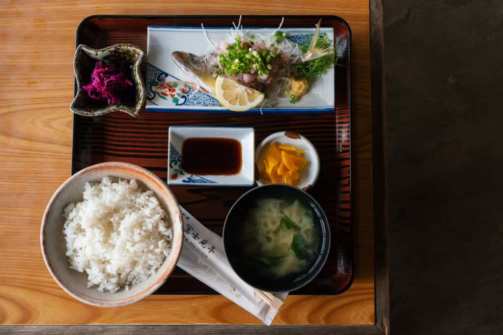 repas japonais à base de poisson frais