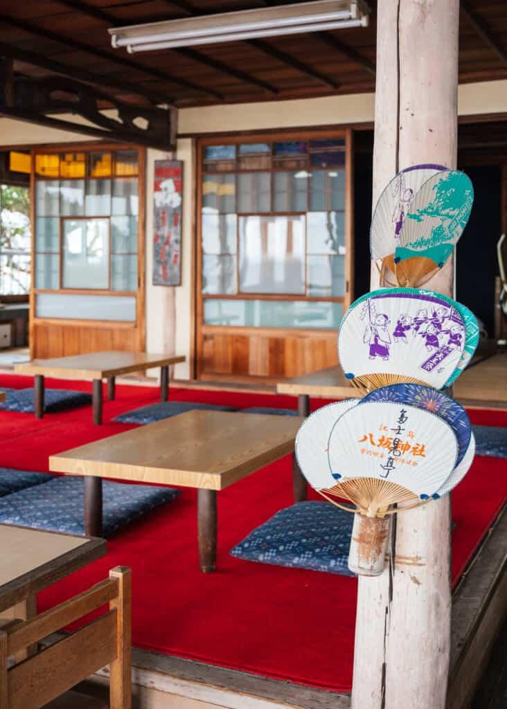 l'intérieur d'un restaurant japonais sur l'île d'Enoshima