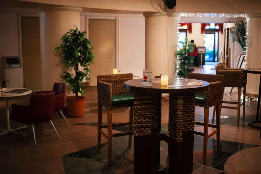 l'intérieur d'u café à Enoshima