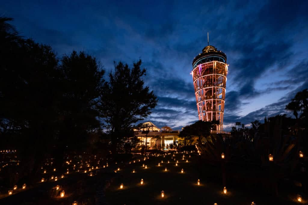 le phare d'enoshima durant le shonan candle festival