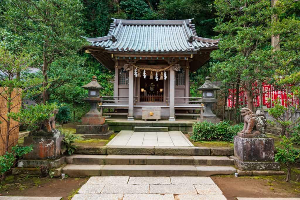 Le sanctuaire Yasaka sur l'île d'Enoshima