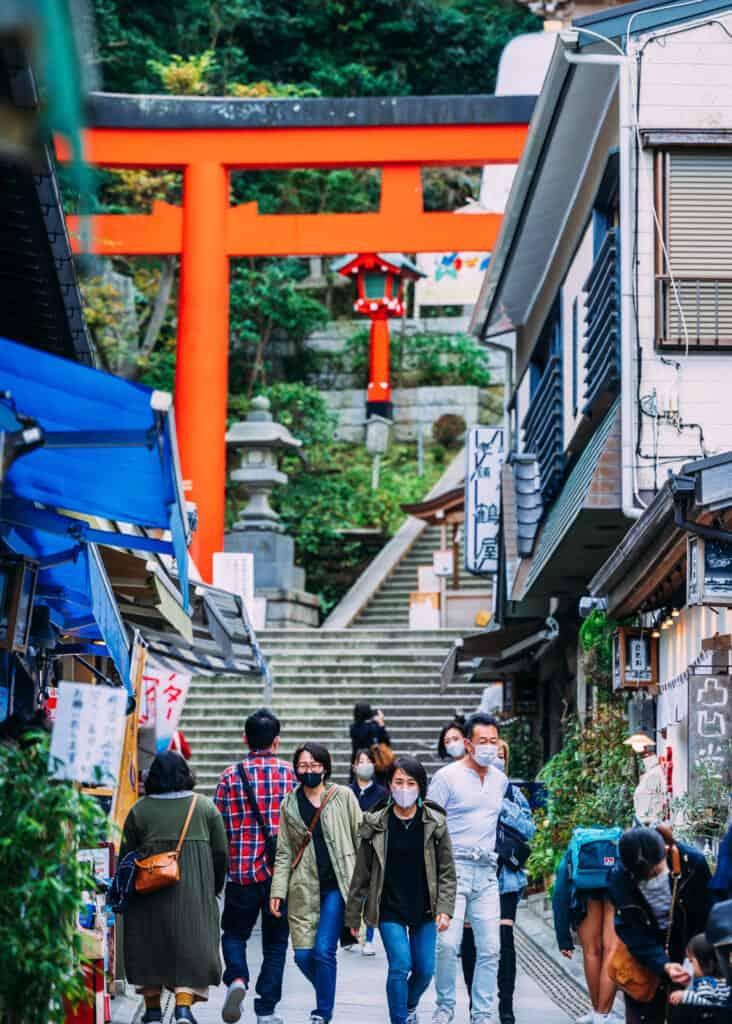 l'agréable rue commerçante de l'île d'Enoshima