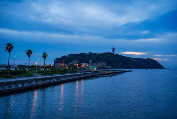 l'île d'Enoshima au coucher du soleil
