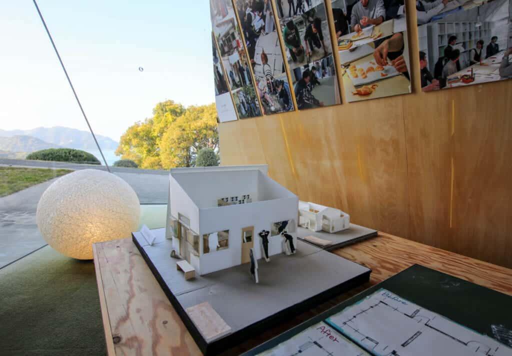 maquette d'architecture moderne dans un musée au Japon