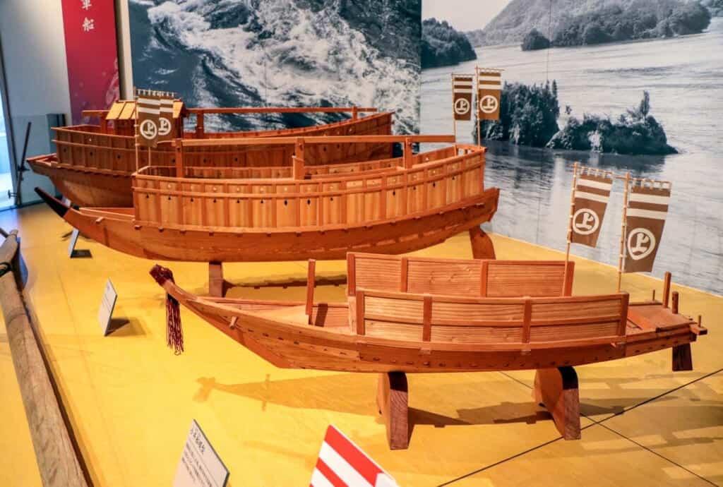 mauettes de bateaux pirates japonais dans le musée murakami kaizoku