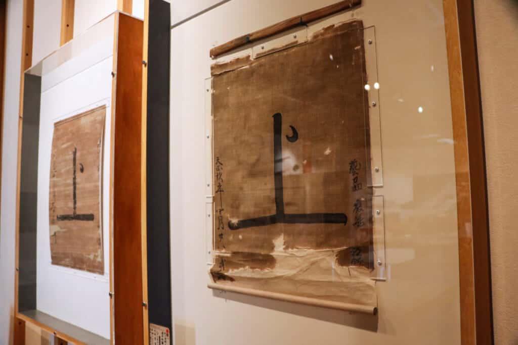 un drapeau de pirates japonais dans un musée des îles de setouchi