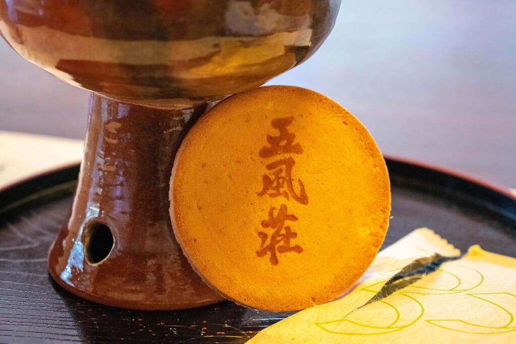 Biscuit japonais accompagnant le thé matcha