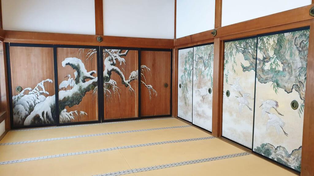 Parois japonaises peintes dans le temple Kongobu-ji