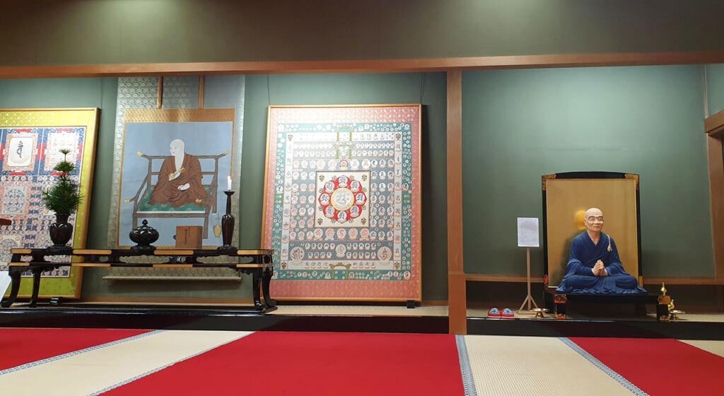Mandala et autres œuvres d'art bouddhiste dans le temple Kongobu-ji à Koyasan