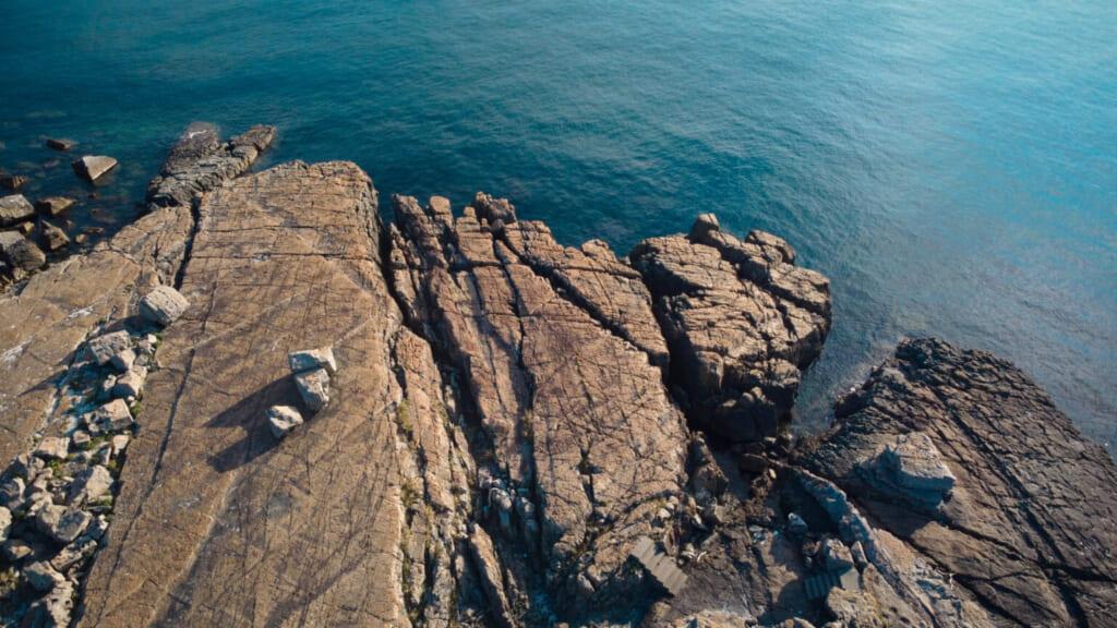 Formations géologiques sur les côtes de l'île Naru à Goto, Nagasaki
