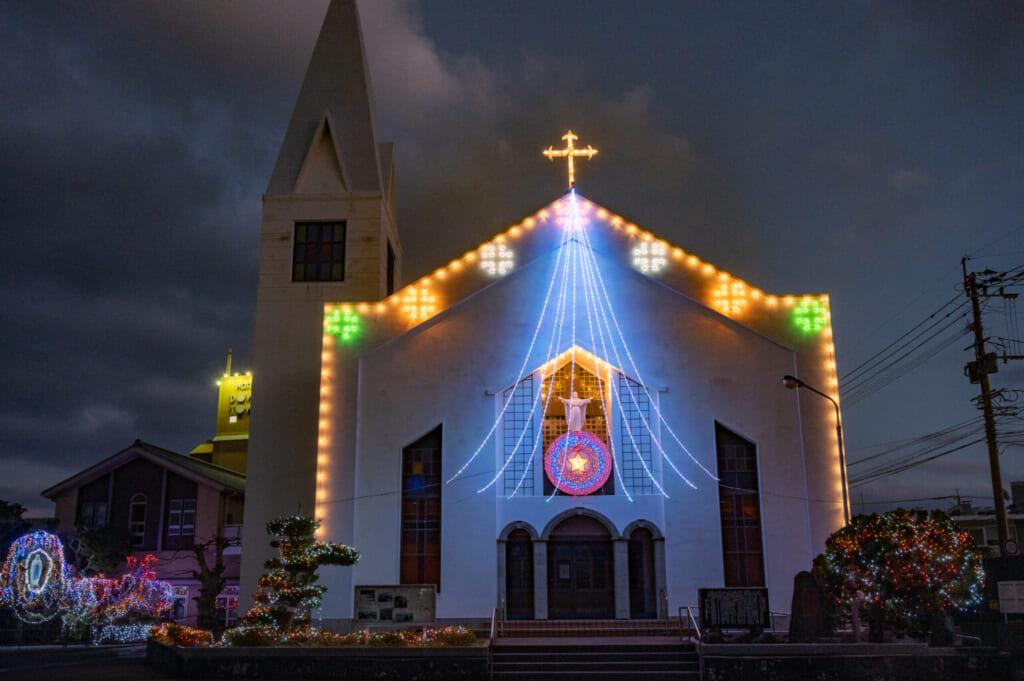 L'église de Fukue dans les îles Goto au Japon et ses illuminations de Noël