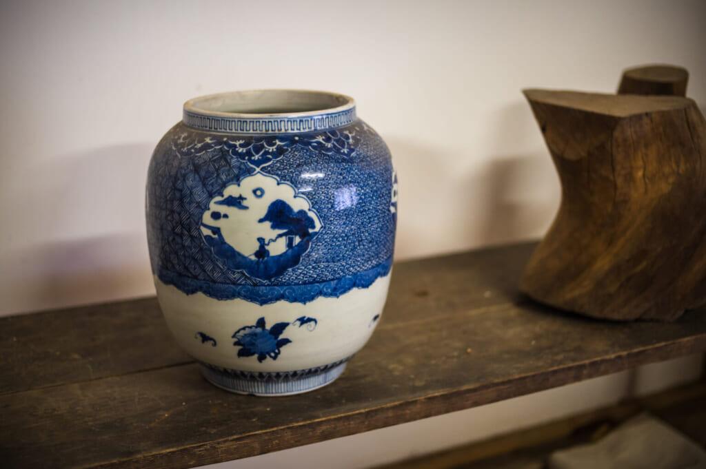 Céramique japonaise ancienne bleue et blanche