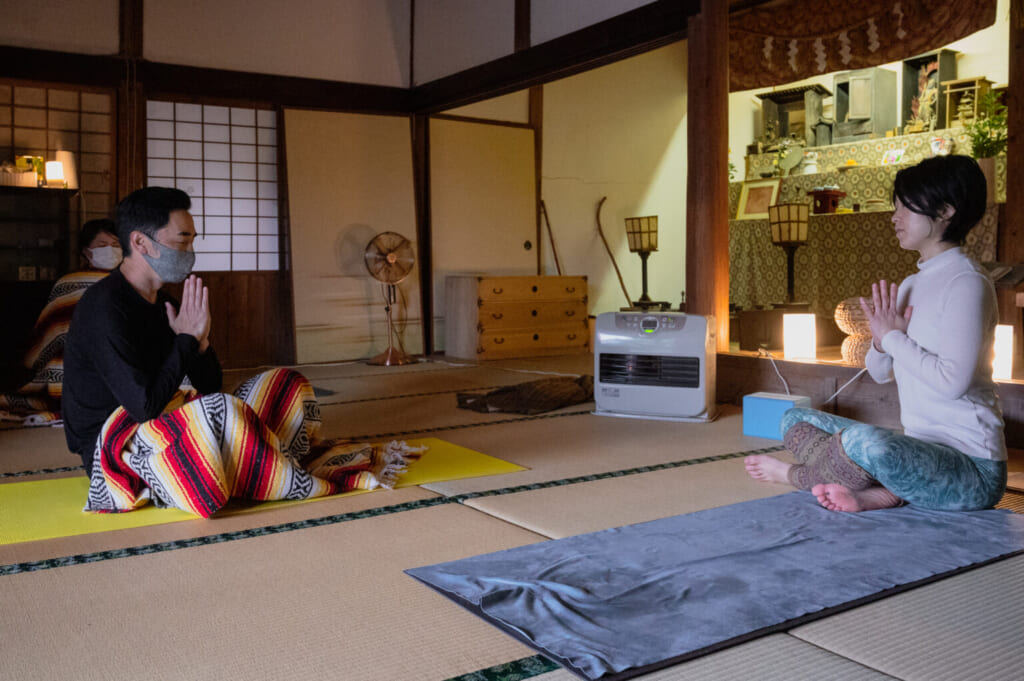 méditation dans un temple bouddhiste japonais