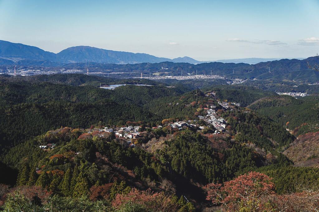 Vue sur le mont Yoshino à l'automne