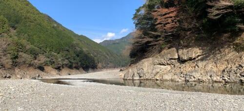 Lit de la rivière Miya, couv