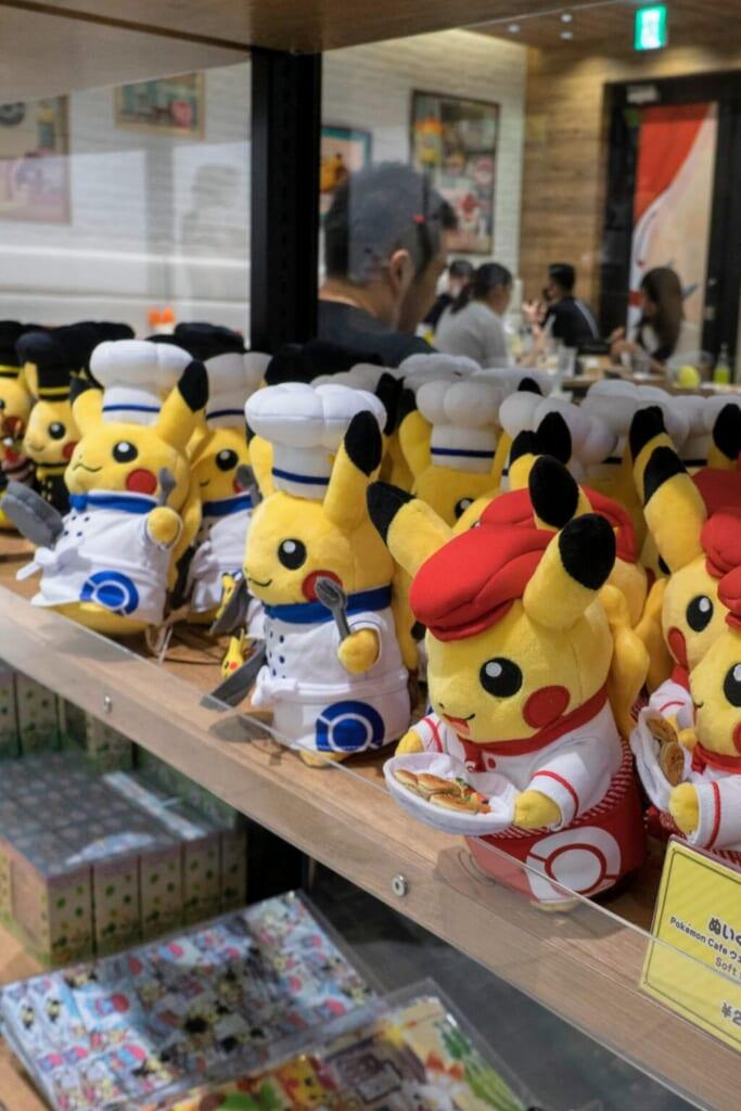 Peluches Pikachi spéciales vendues au Pokémon Café