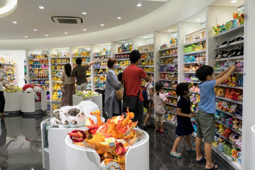 Intérieur de la boutique Pokémon Center TOKYO DX