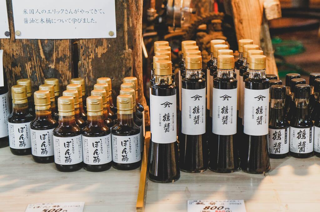 Bouteilles de sauce de soja japonaise artisanale