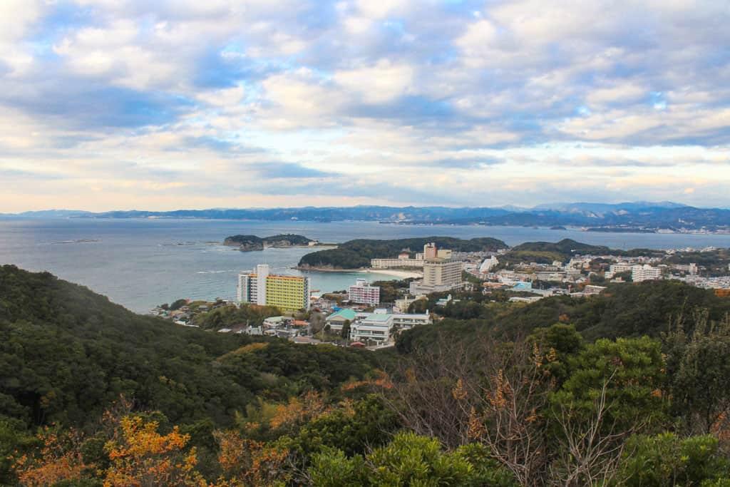 Vue panoramique de Shirahama et ses alentours