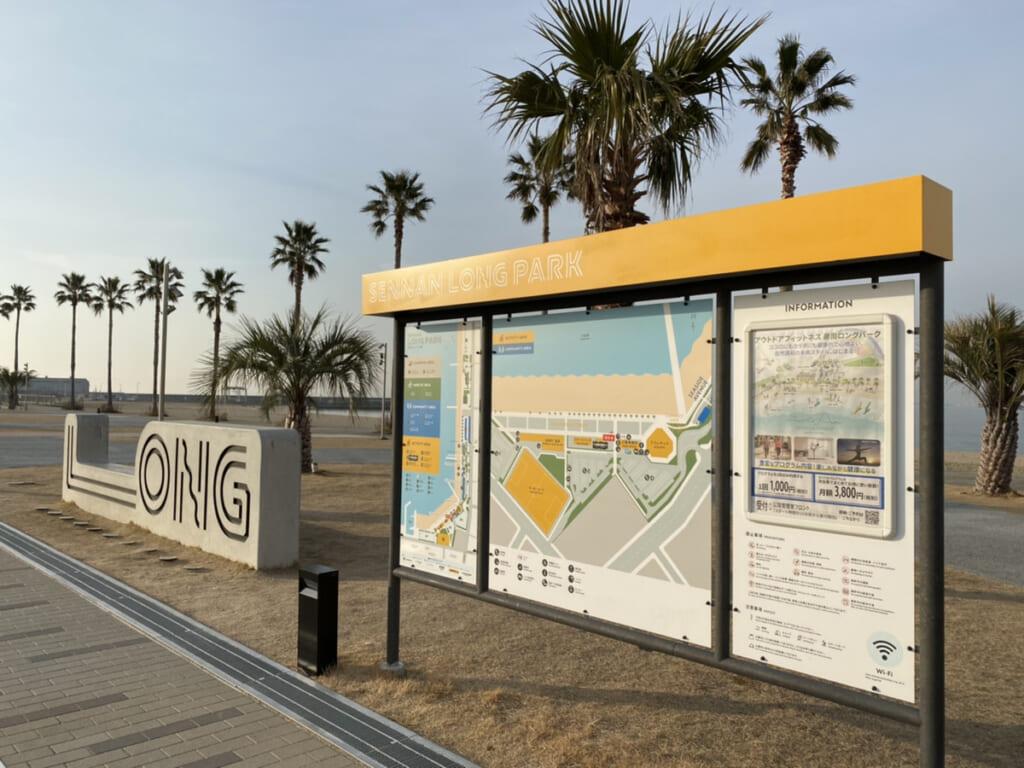 Panneau montrant la carte de Sennan Long Park, et la la Marble Beach