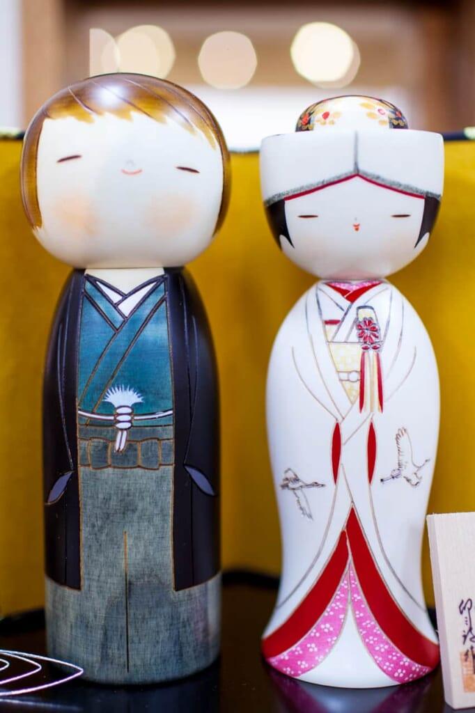 Poupées Kokeshi de mariage de l'atelier Usaburo