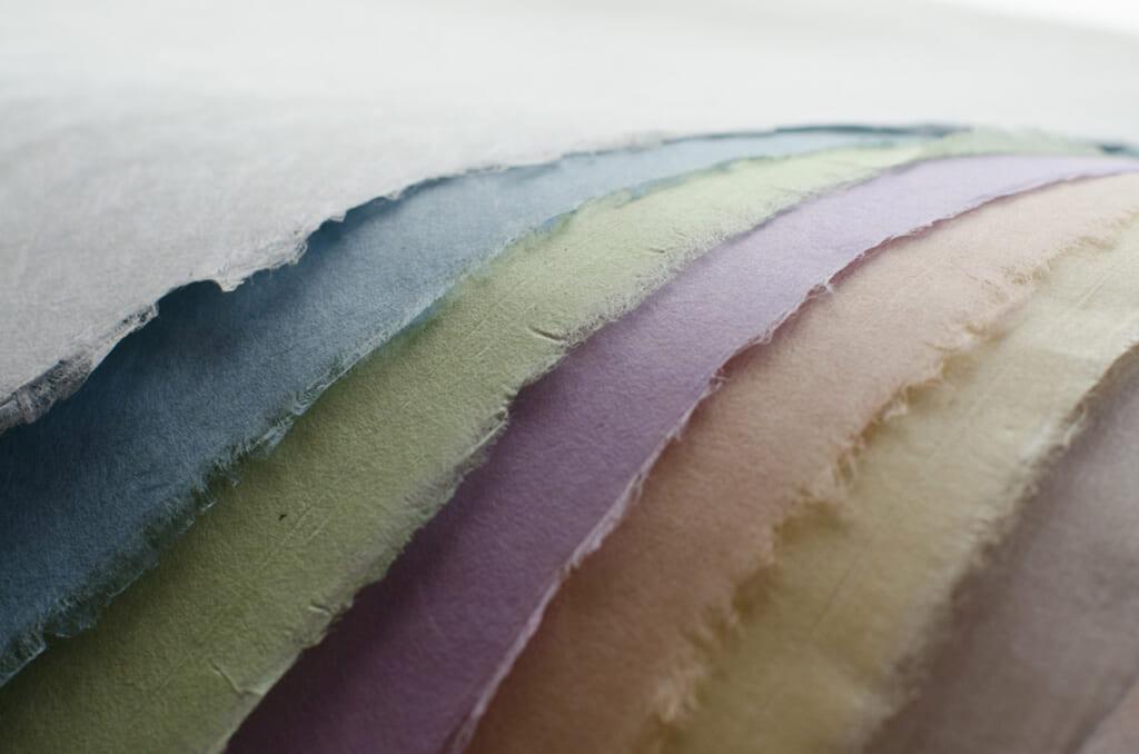 Papier washi uni de différentes couleurs aux teintes pastel