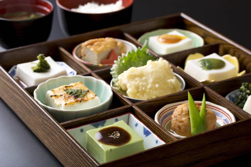 Menu autour du goma tofu dans un restaurant à Koyasan