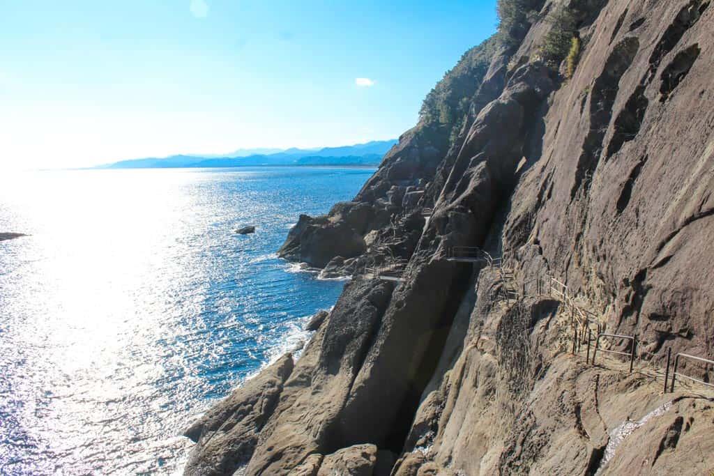 Les rochers Oniga-jo le long de la mer de Kumanonoda au Japon