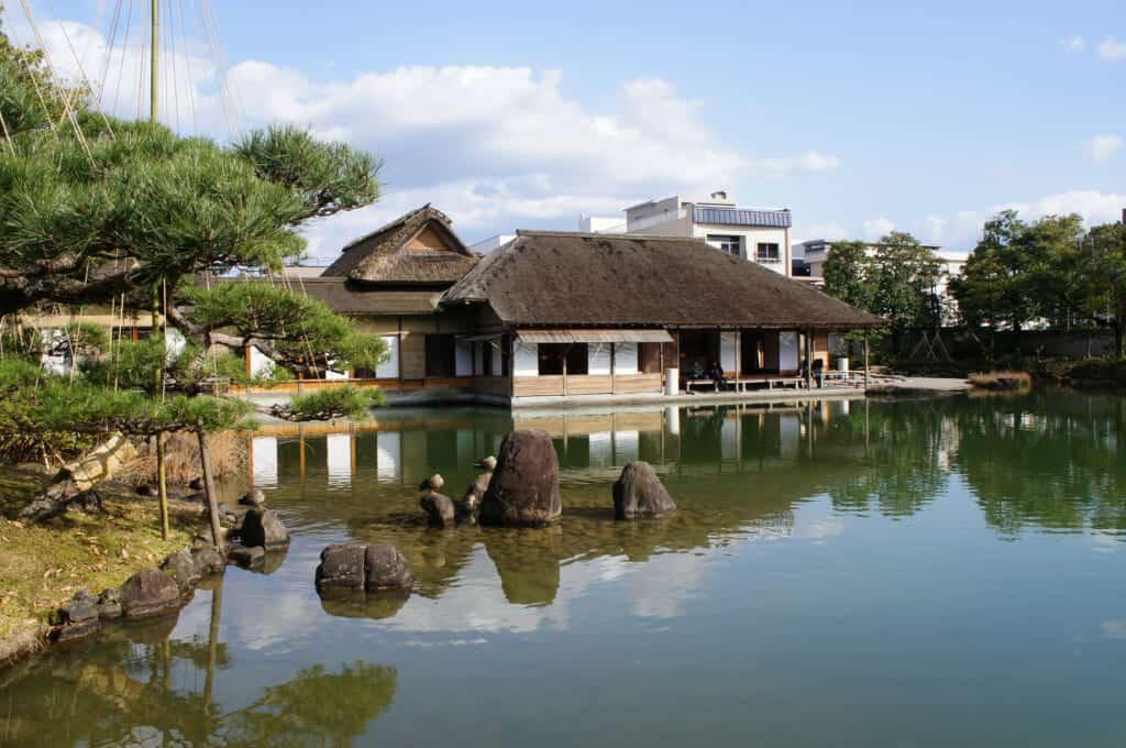 Une maison flottante au Japon