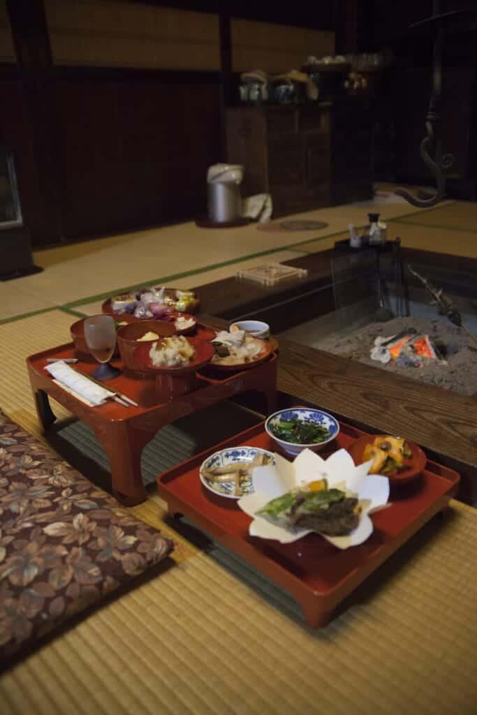 Le dîner servi durant un séjour à la ferme au Japon
