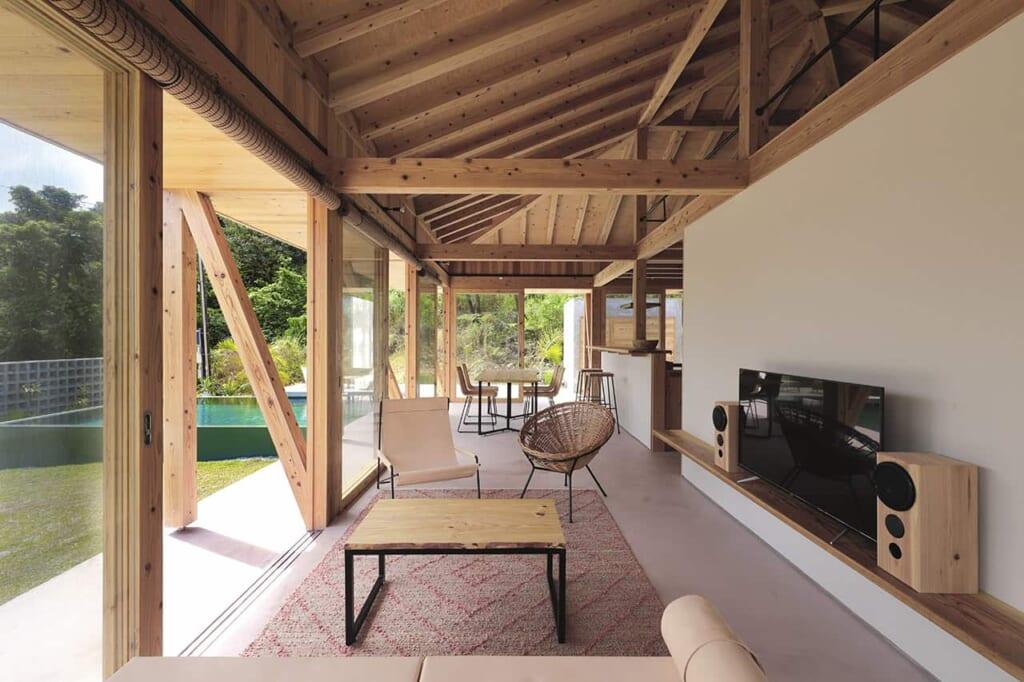agréable villa japonaise aux murs ouverts sur le jardin