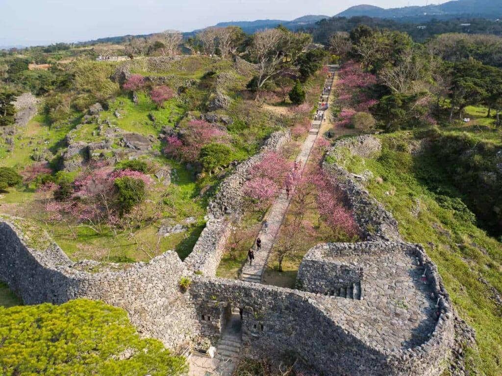 Les ruines du chateau de nakijin à okinawa