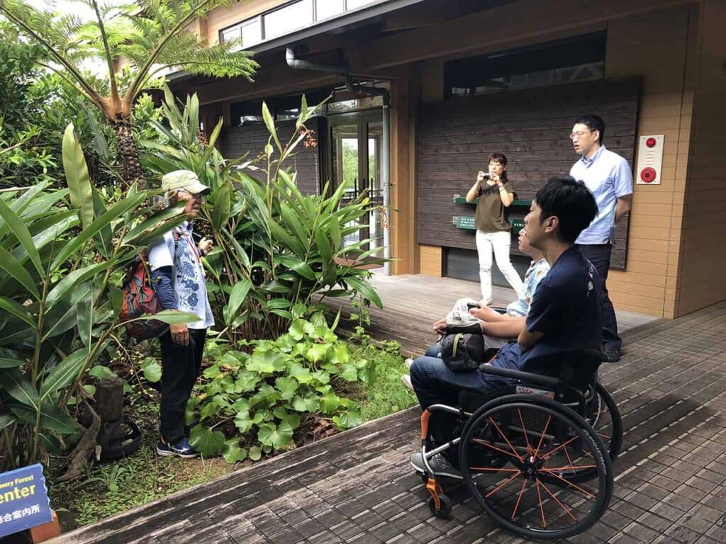 Parcours découverte adapté aux fauteuils roulants à okinawa