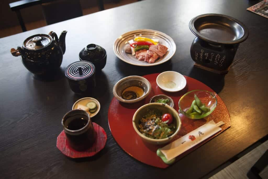 Repas à base de boeuf Omi dans le restaurant Issuian