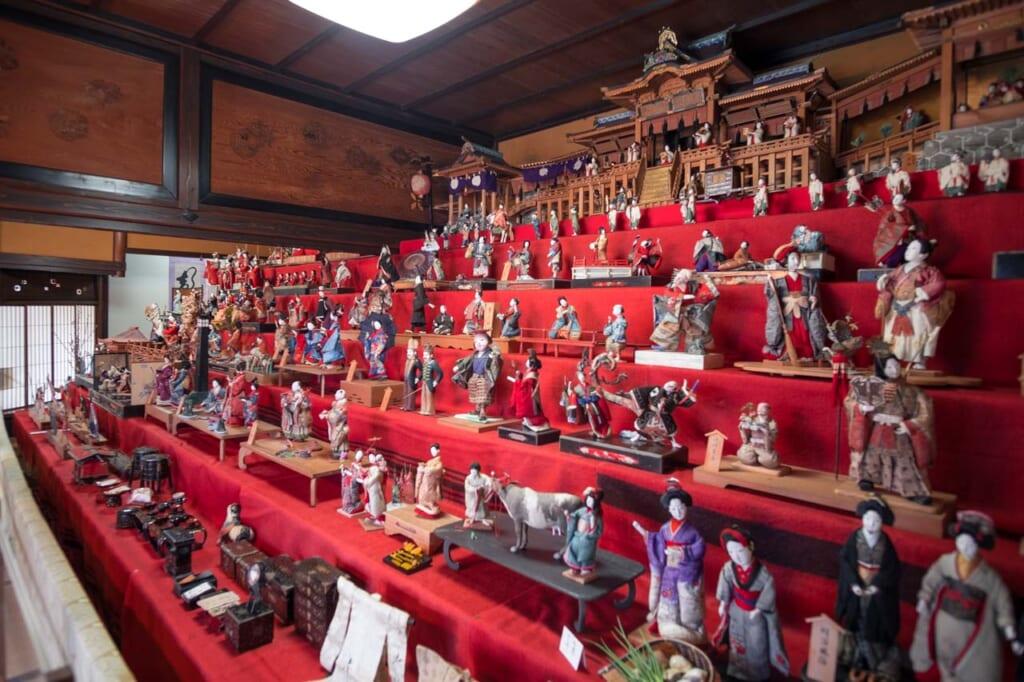 Venez découvrir la plus grande collection de poupées Hina à Hita