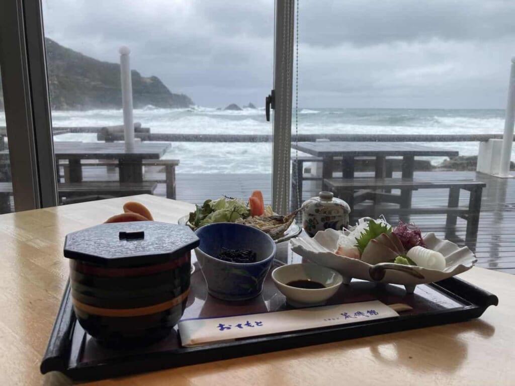 Déjeuner avec vue à Araisokan