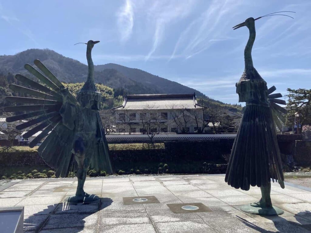 Statue commémorant la danse du héron sacré de la ville de Tsuwano dans la préfecture de Shimane