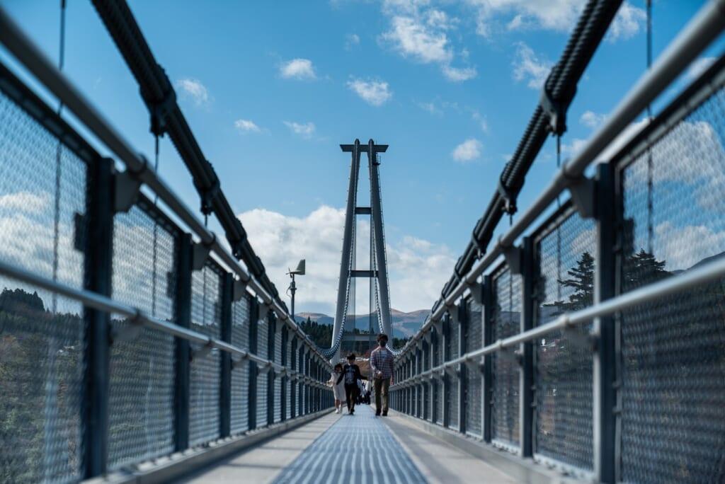 vue sur le plus haut pont suspendu du japon