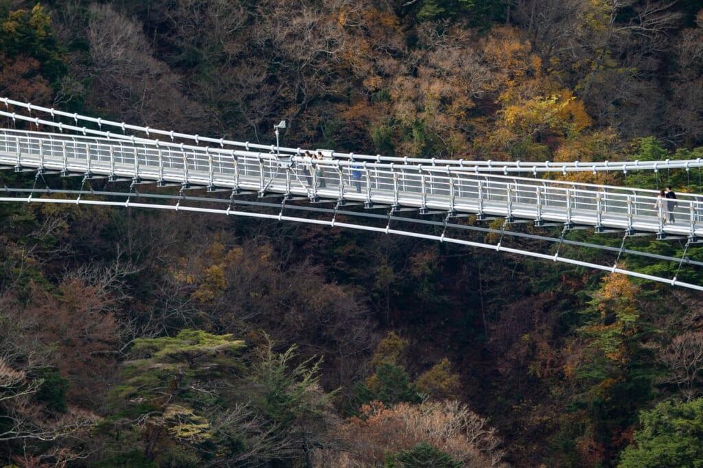 le pont suspendu yume otsurihashi dans la préfecture d'oita