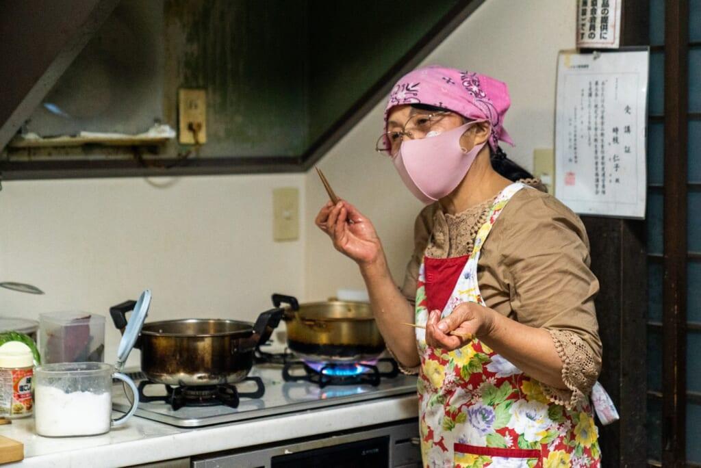 cuisine familiale lors d'un séjour à la ferme dans la préfecture d'Oita