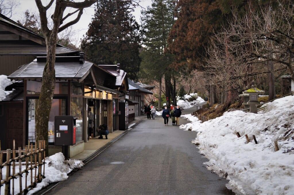 Boutiques le long du Chûson-ji