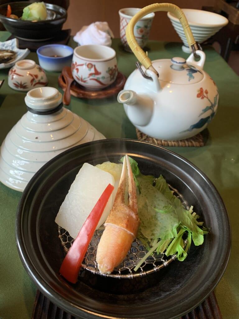 spécialités locales servies pour le petit déjeuner dans une auberge traditionnelle au Japon